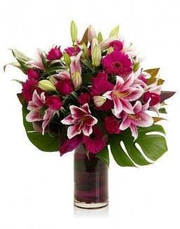 Bouquet of 15 red lilies | Flowers for Holiday