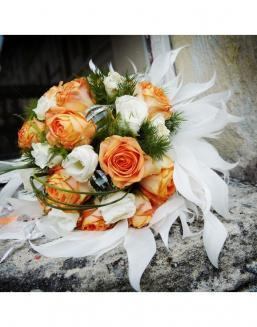 Bouquet of 25 roses: carrot and white