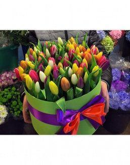 Chic tulips in hat box | Flowers for Holiday